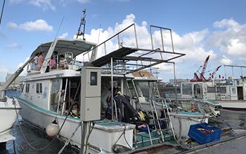 ダイビング専用自社ボート「ラブニール号」