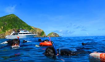 ボートに乗って離島でスノーケリング&体験ダイビング